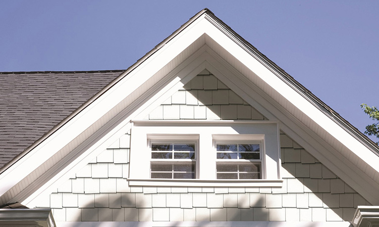royal-portsmouth-staggered-edge-shingles-2-800x480